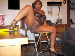 Amateur black MILF shows her pink..