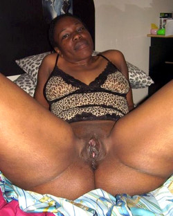 Mature black girl has a perfect and..